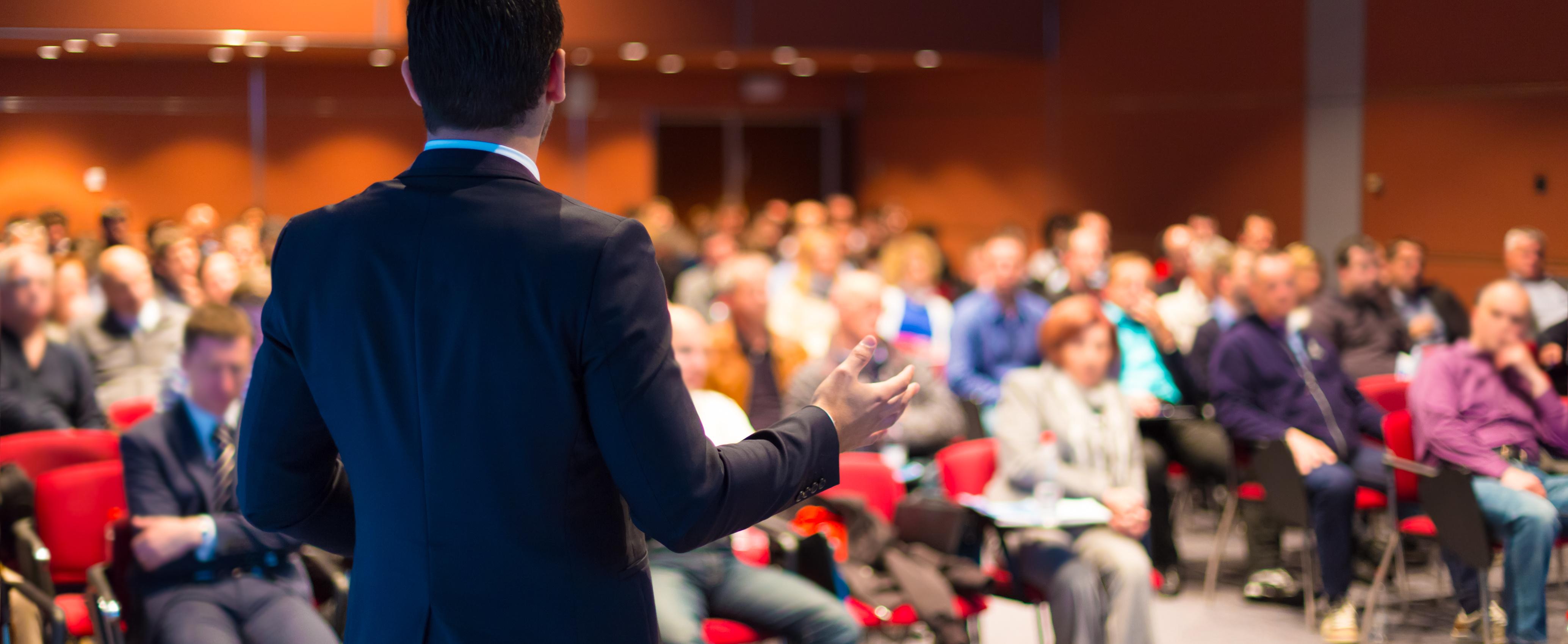 ¿Cómo hacer una correcta selección de speakers para un evento?