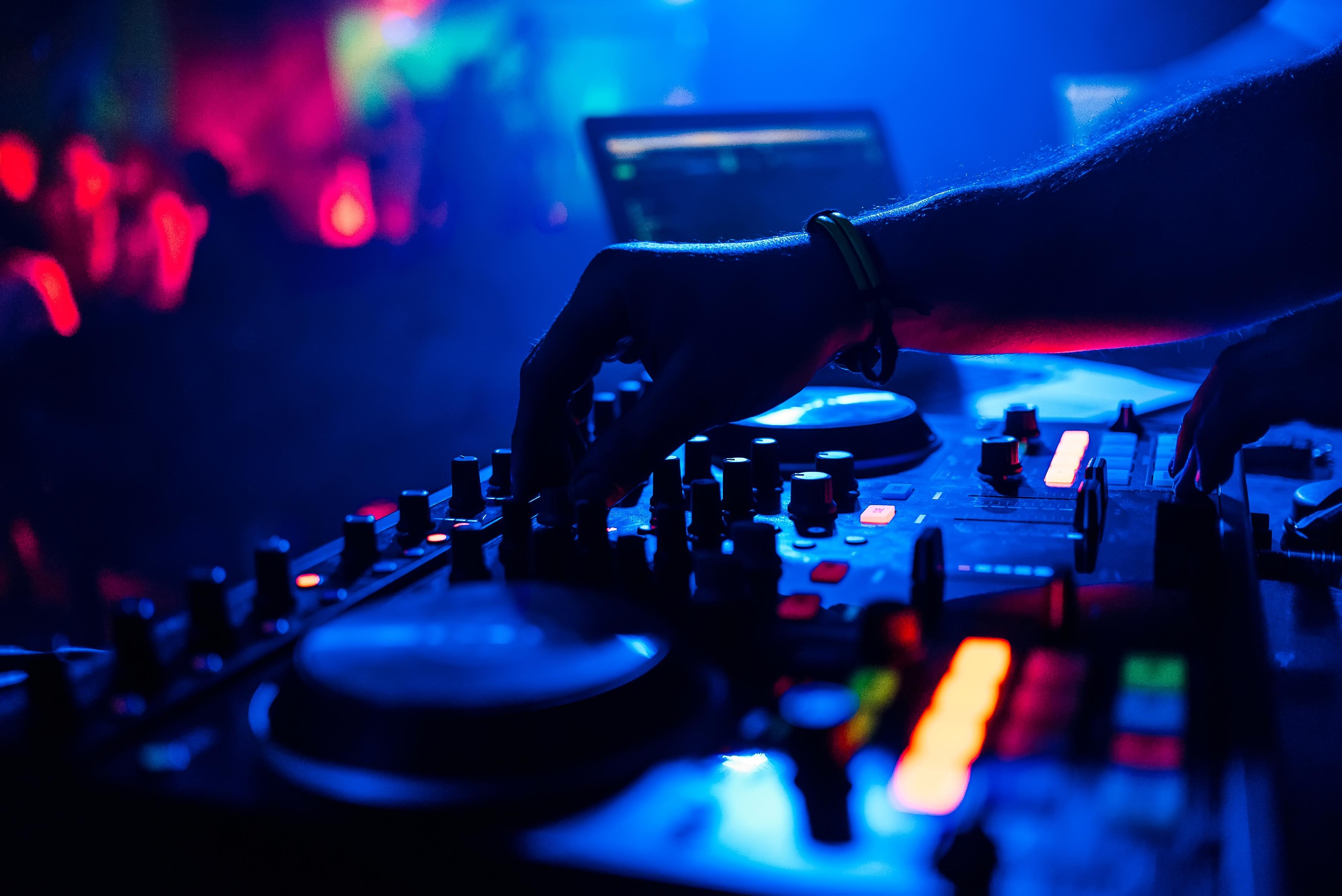 La música y su importancia para crear experiencias sensoriales en un evento